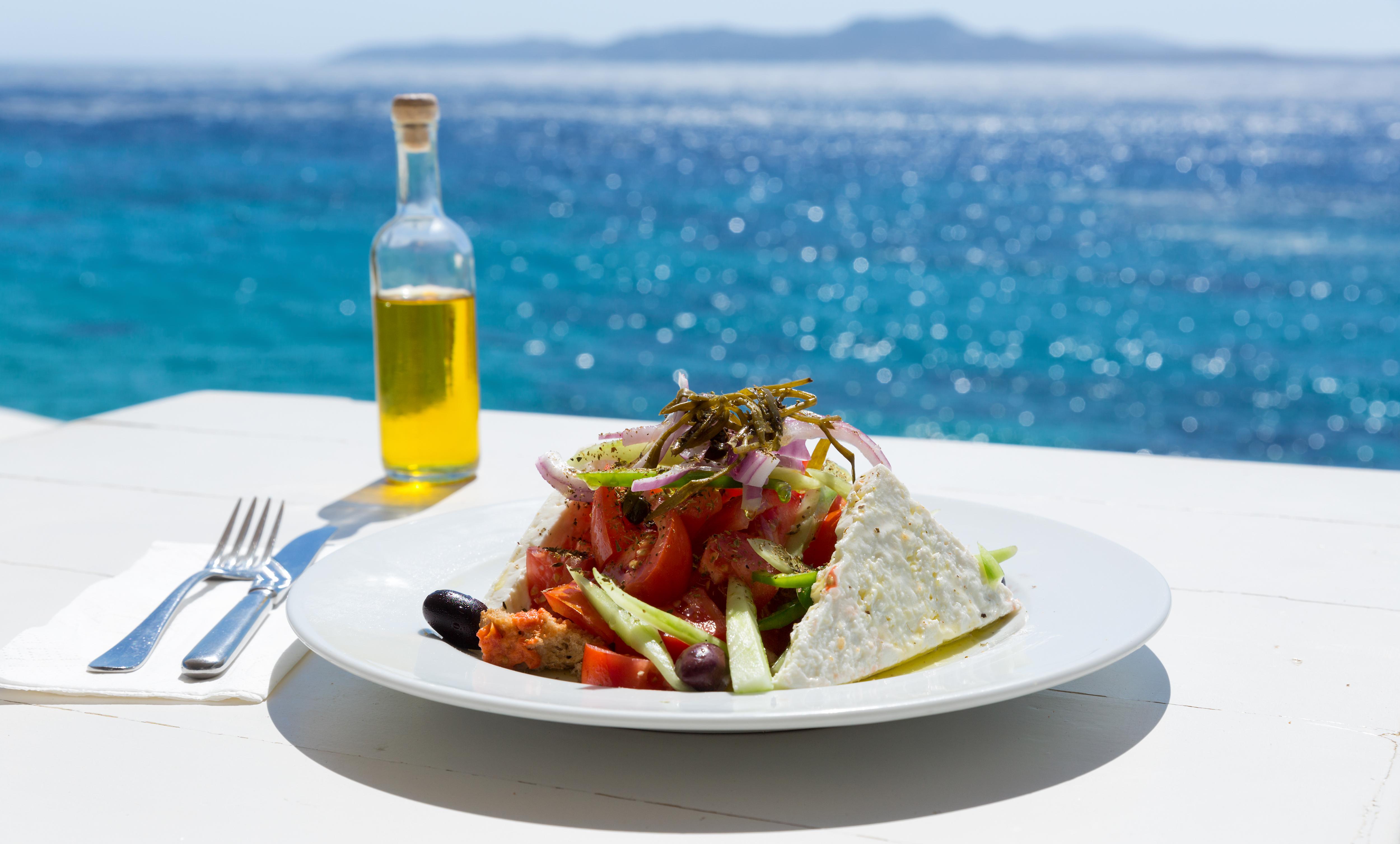 7.Гърция<br /> <br /> Гърция е привлекателна дестинация за много туристи от Западна Европа и Северна Америка. Най-отличителните черти на нейната кухня са гиросите, сиренето фета, маслините и зехтинът, който придружава почти всяко едно ястие.
