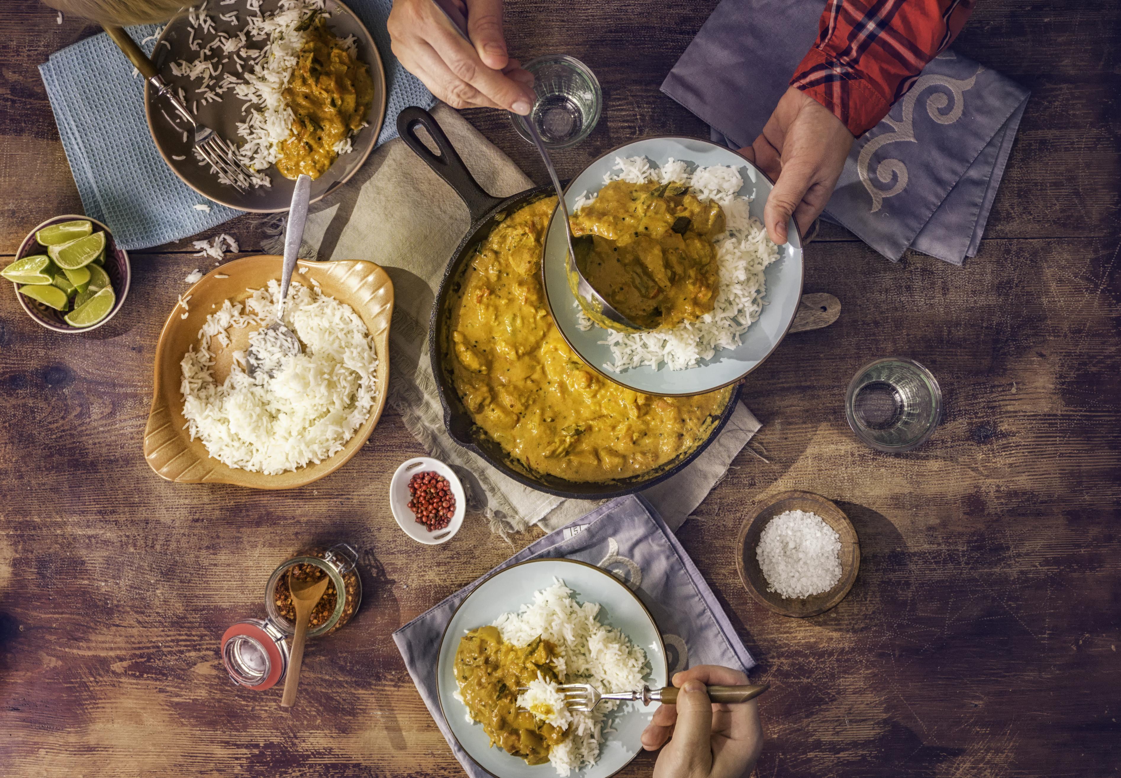 """6.Индия<br /> <br /> За индийската кухня стига да се каже една дума - подправки. Индийците се концентрират повече върху перфектното овкусяване на храната, отколкото върху самото ѝ приготвяне. В страната на кърито освен традиционните ястия с ориз, бихте могли да опитате традиционната им палачинка """"доса""""."""