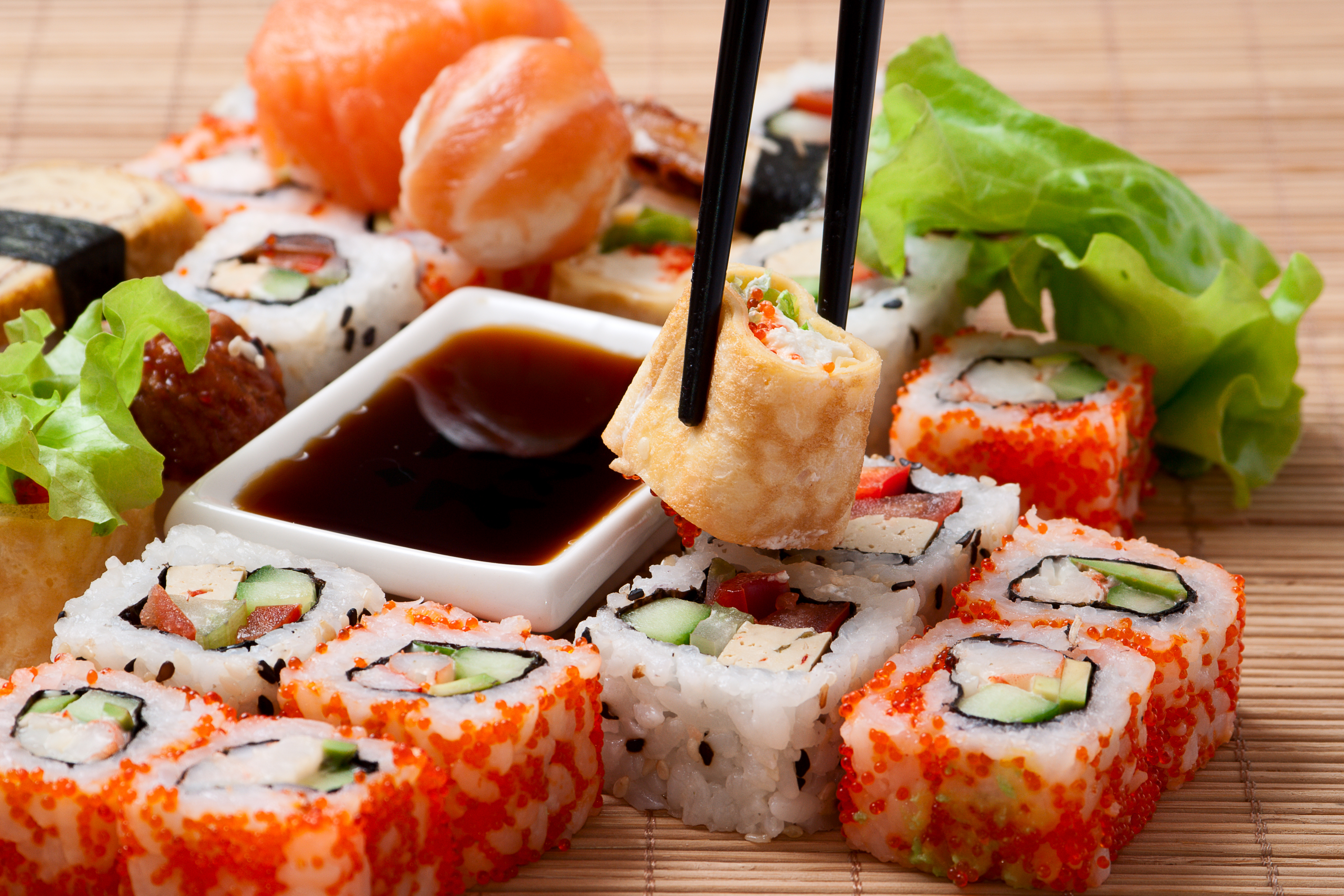5.Япония<br /> <br /> Японската кухня също се превръща в голяма сензация напоследък. Най-разпространеният представител на японската кулинарна общност е сушито, но в страната на изгряващото слънце можете да намерите още много типични ястия, които ще пленят сетивата ви.