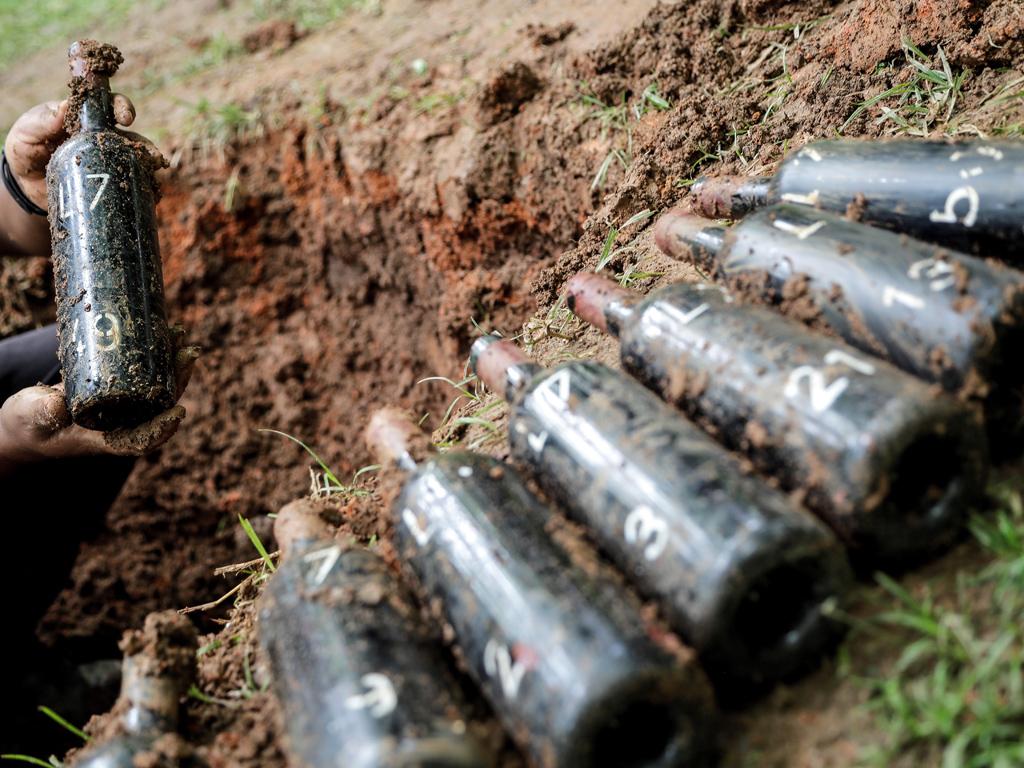 Годишно компанията на Саки разкрива 7 200 бутилки по 750 милилитра и ги продава на цена 19 долара