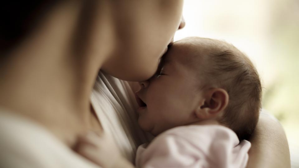 Българката ражда все по-рядко. Ин витро процедурите се увеличават