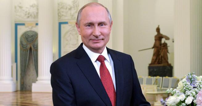 Свят Това ли е синът на Путин Прилики между момче,