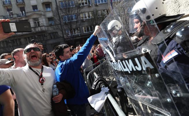 Протест заради арестуван ученик в Сърбия