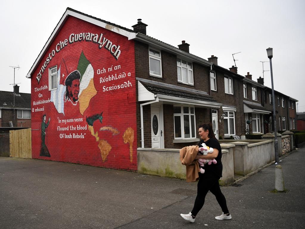 <p>Компаниите от двете страни на границата са свикнали с &quot;икономика на целия остров&quot;, при която стоките и работниците се движат свободно. Млеко-производители от севера превозват мляко за обработка на юг, бирата &quot;Гинес&quot; се транспортира за бутилиране в Белфаст. Всичко, което затруднява това безпрепятствено движение - било митнически проверки или тарифи, може да има значително въздействие върху търговията.</p>