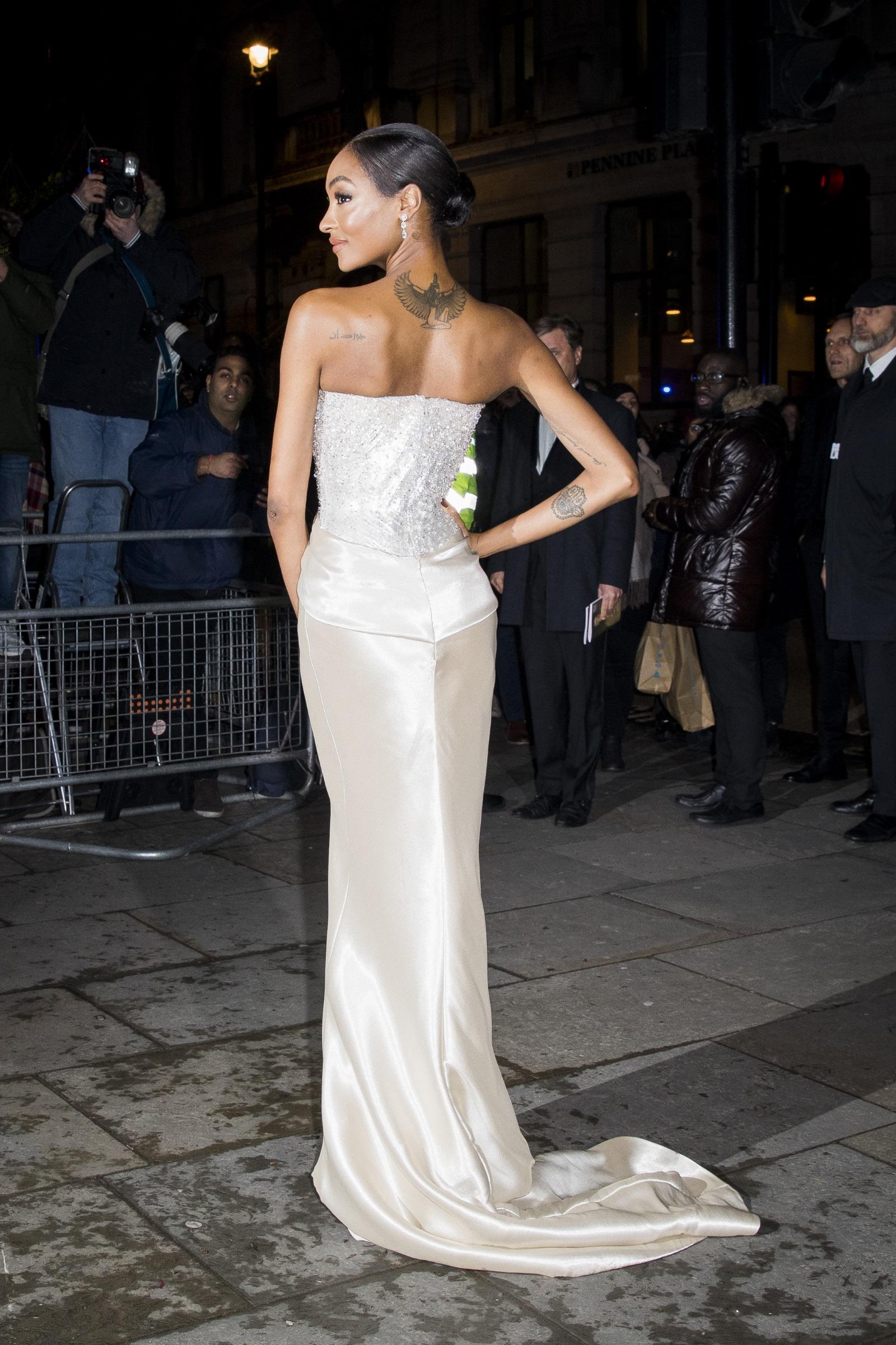 Британският моделДжордан Дън. Красавицата ражда сина си Райли, когато е само на 19 г. Сега момчето е 9-годишен.