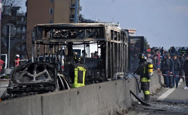 В Италия: Шофьор отвлече автобус с деца и го подпали