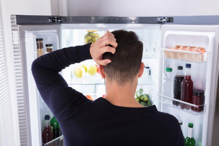 Опаковките са мръсни.<br /> Махайте опаковките на всички стоки, вадете ги от пликовете и разопаковайте когато е възможно. Когато не е, като бутилките с напитки например, избърсвайте с оцет преди да наредите в хладилника.