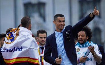 CR7 се пошегува с фен, докато му разписваше фланелка на Реал