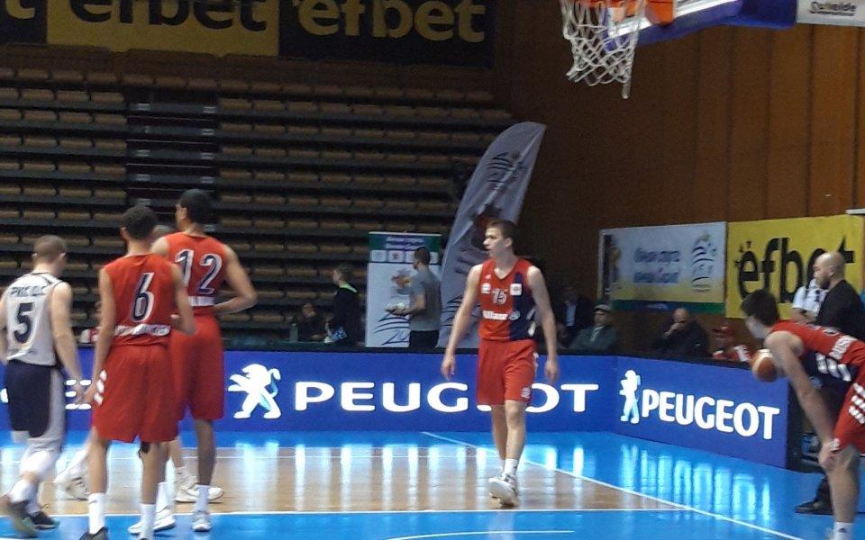 Двама българи на терена днес един срещу друг в