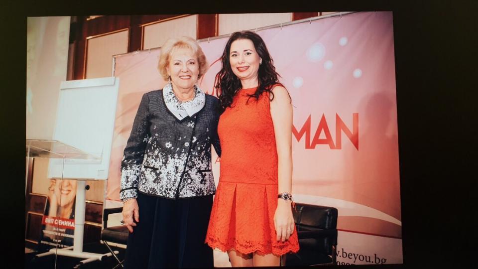 Лиз Бурбо предизвика фурор в България: млада дама долетя от Сингапур за нейния семинар