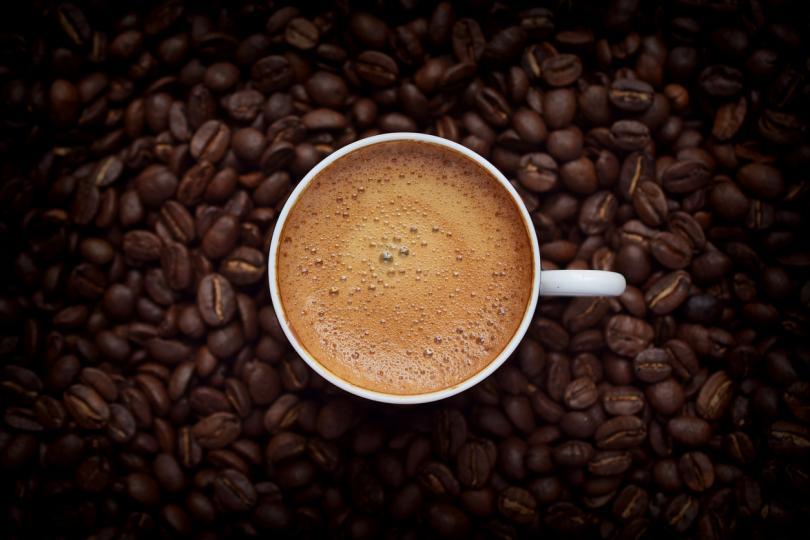 <p>Бронхиални спазмолитици и кафе и енергийни напитки. И двете неща стимулират нервната система и е лесно да се предозира по този начин.</p>