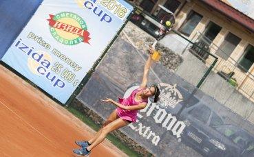 Шиникова отпадна в първия кръг на сингъл на турнира във Франция