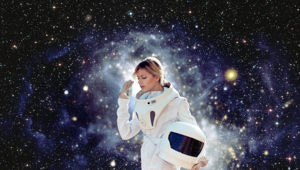 извънземно жена астронавт
