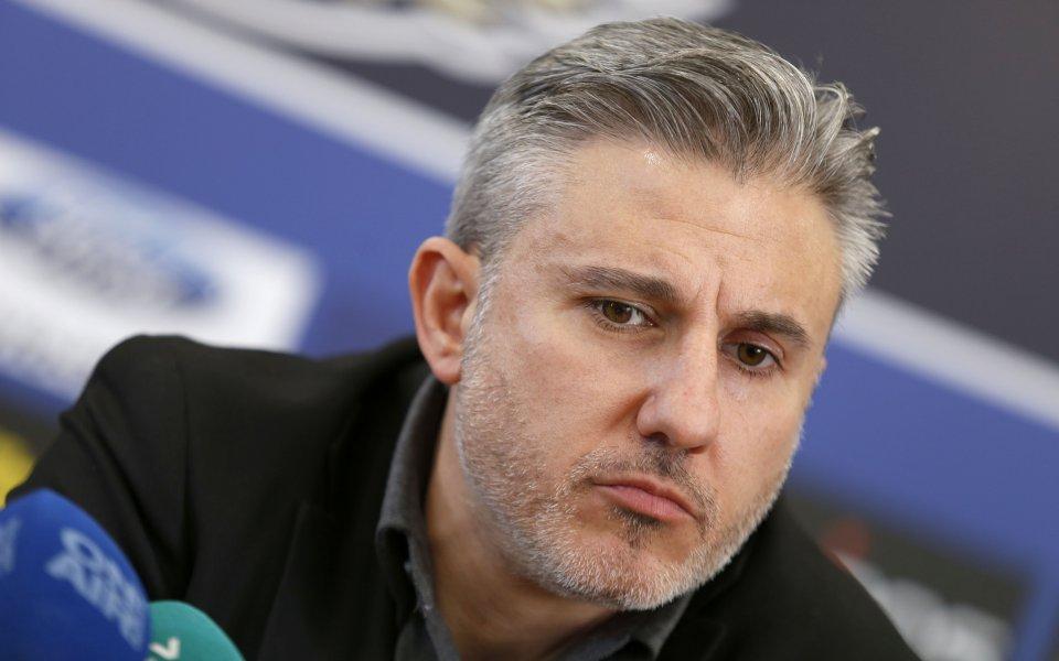 Футболният мениджър Николай Жейнове приел предложение да участва в публичен