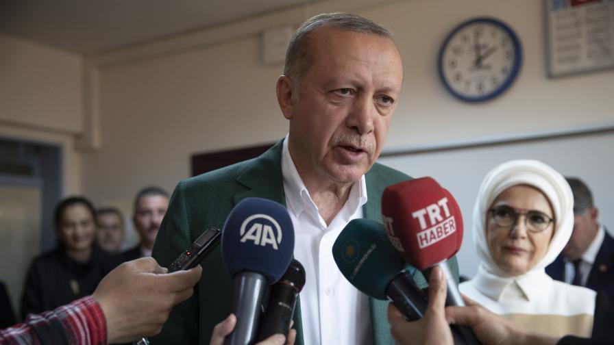 Партията на Ердоган води в Истанбул, Анкара оспорвана