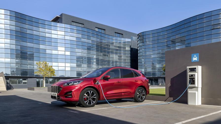 Ford Kuga идва в plug-in хибридна версия още с пазарното си лансиране в Европа.