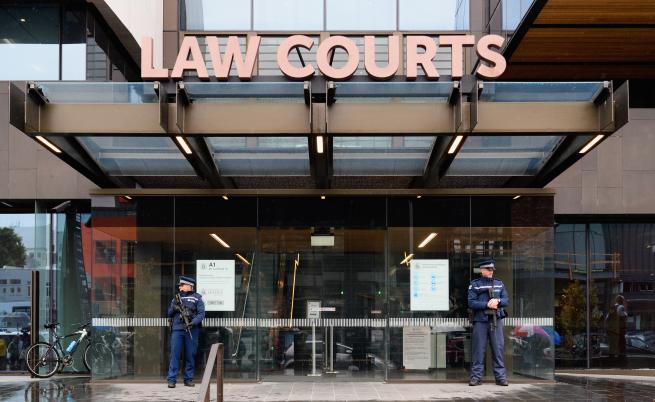 Пълна съдебна зала с близки на загиналите в Нова Зеландия