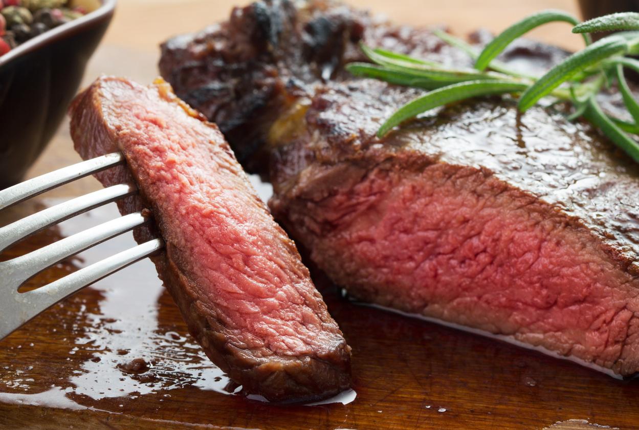 Червено мсео. То е може би една от най-добрите храни за изграждане на мускулна маса.
