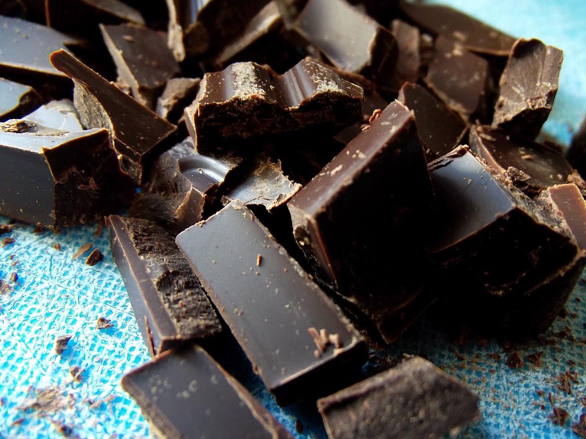 Тъмен шоколад. Специалисти съветват ако ядем талъв шоколад, той да бъде над 70%. Няколко блокчета от него могат да ни набавят магнезий, фибри и антиоксиданти.