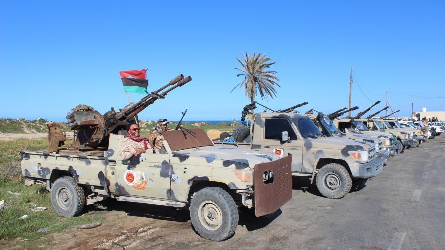 Въпреки обещанията пред Меркел, доставки на оръжия заливат Либия