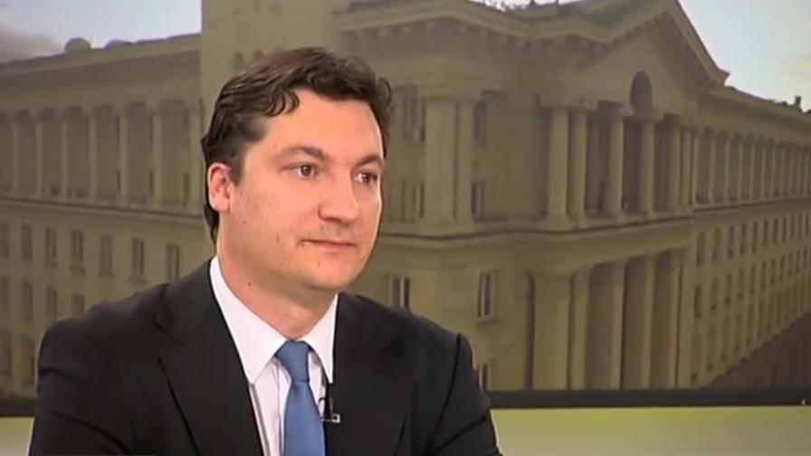 <p>Зарков: България е в криза, &bdquo;Апартаментгейт&rdquo; беше капката</p>