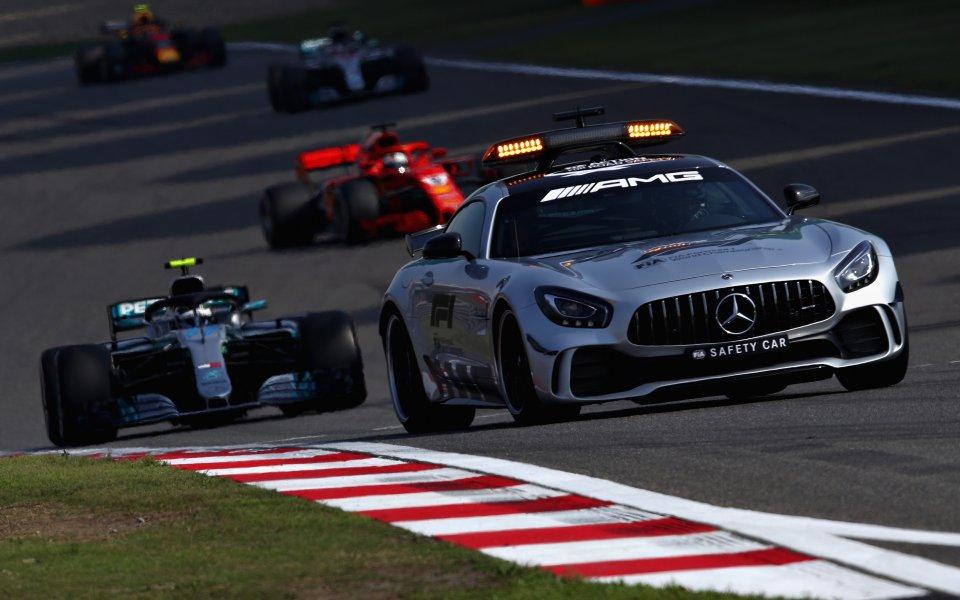 Астън Мартин и Мерцедес делят ангажиментите за колите за сигурност във Формула 1