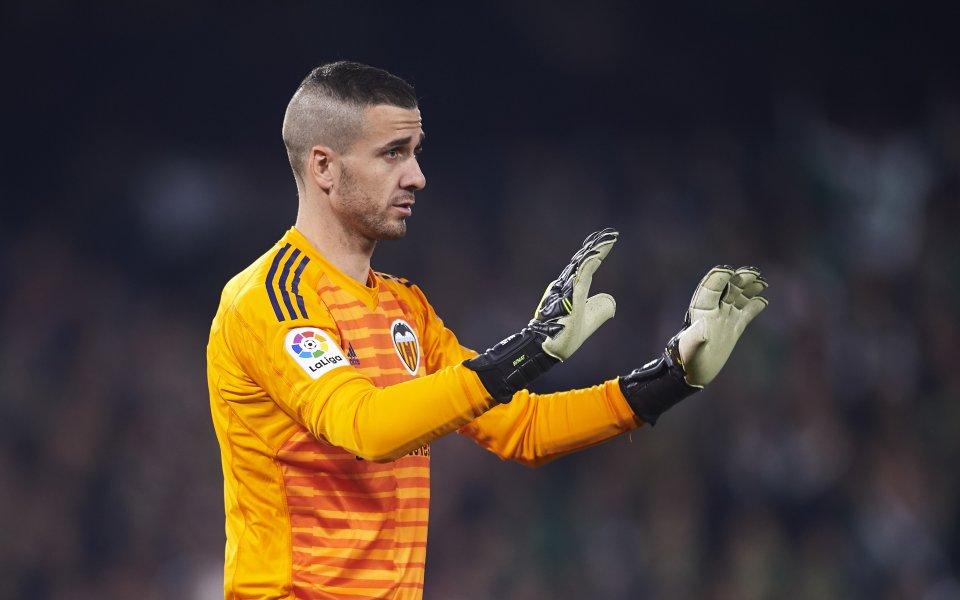 Вратарят на Валенсия постъпи в болница, аут за Лига Европа