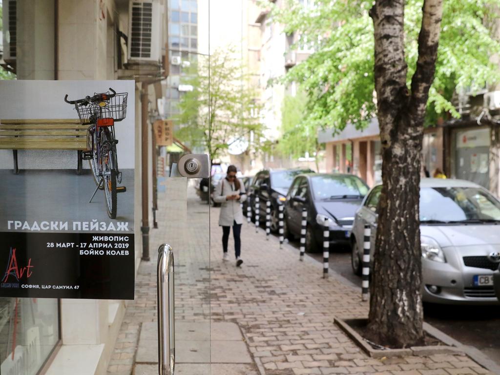 Изложбата включва четиринадесет творби, които изобразяват градски фрагменти от различни градове в Западна Европа като Инсбрук, Залцбург, Краков, Наарден, Лор, Куфщайн, Лауфен и Люксембург, както и София