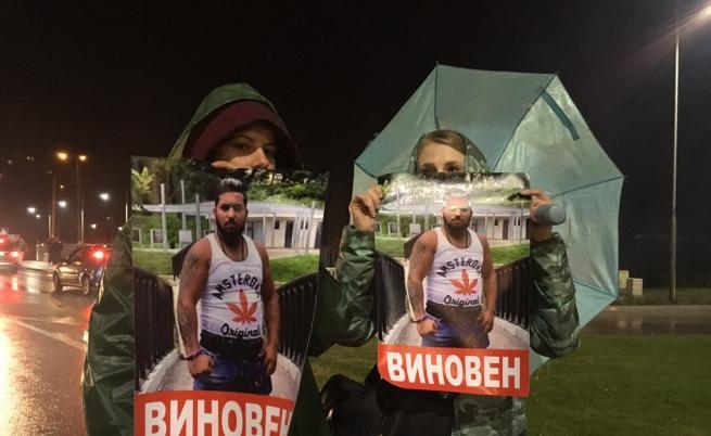 След най-масовия протест в Габрово, засиленото полицейско присъствие остава