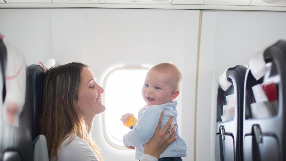 Бебе в самолета - възможни са неприятности!
