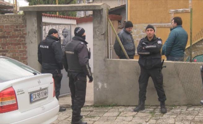 Полиция и жандармерия нахлуха в имоти в Горна Оряховица