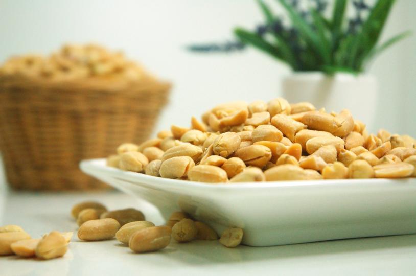 <p><strong>Фъстъци</strong> - Те са висококалорични, но богати източници на протеин, фибри, витамини и полезни мазнини. Просто внимавайте с количеството, когато ги консумирате.</p>