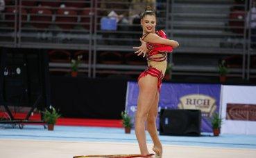 Секси гимнастичка печели луди пари от реклама