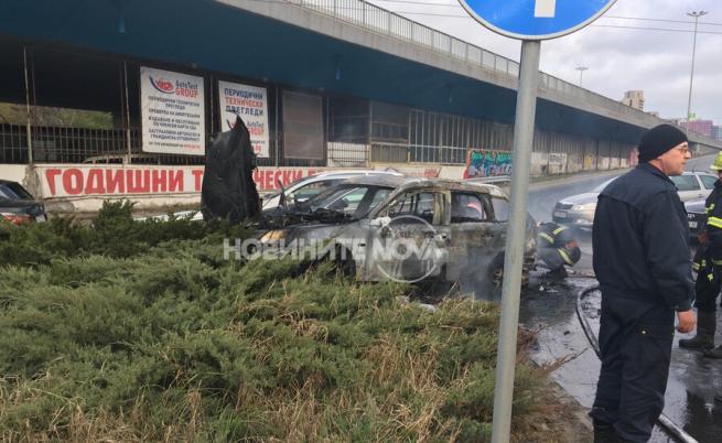Лек автомобил се запали в София, шофьорът с изгаряния