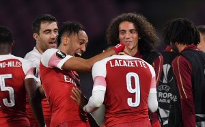 Без чудо в Неапол, Арсенал пак удари Наполи