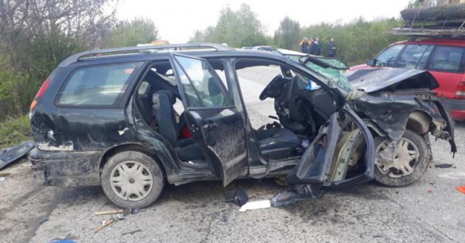 Снимка: Верижна катастрофа край Велико Търново, ударили са се 6 автомобила