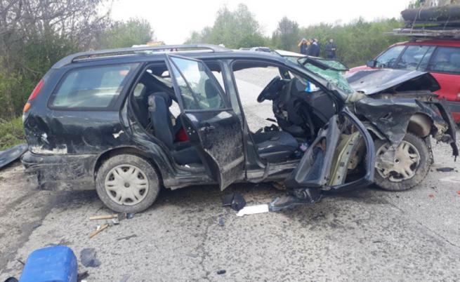Верижна катастрофа край Велико Търново, ударили са се 6 автомобила