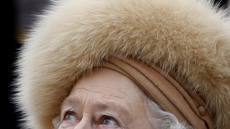 Кралиците също плачат: 5 редки фотографии на Елизабет Втора