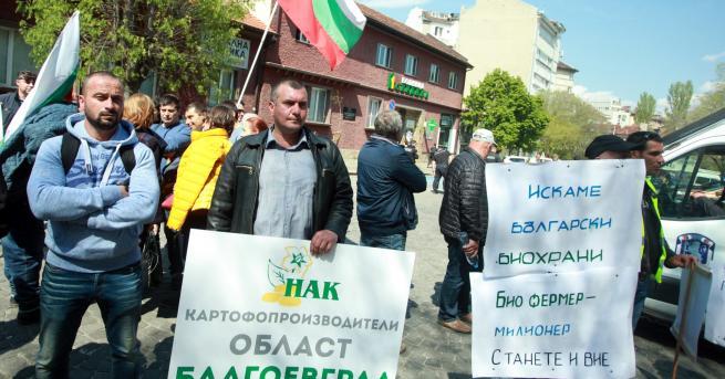 Снимка: Порожанов отстъпи, земеделците спират протеста
