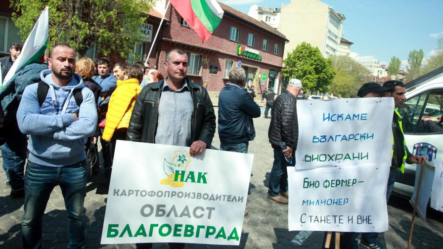 <p>Порожанов отстъпи, земеделците спират протеста</p>
