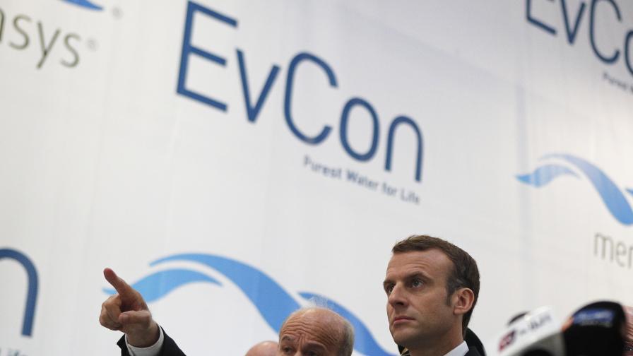 Исад Ребраб и френският президент Еманюел Макрон, 2018 г.
