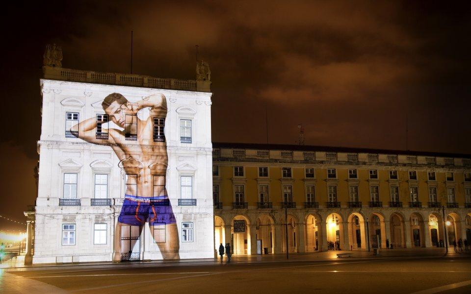 Кристиано Роналдо се съблече по боксерки за фотосесия в стил