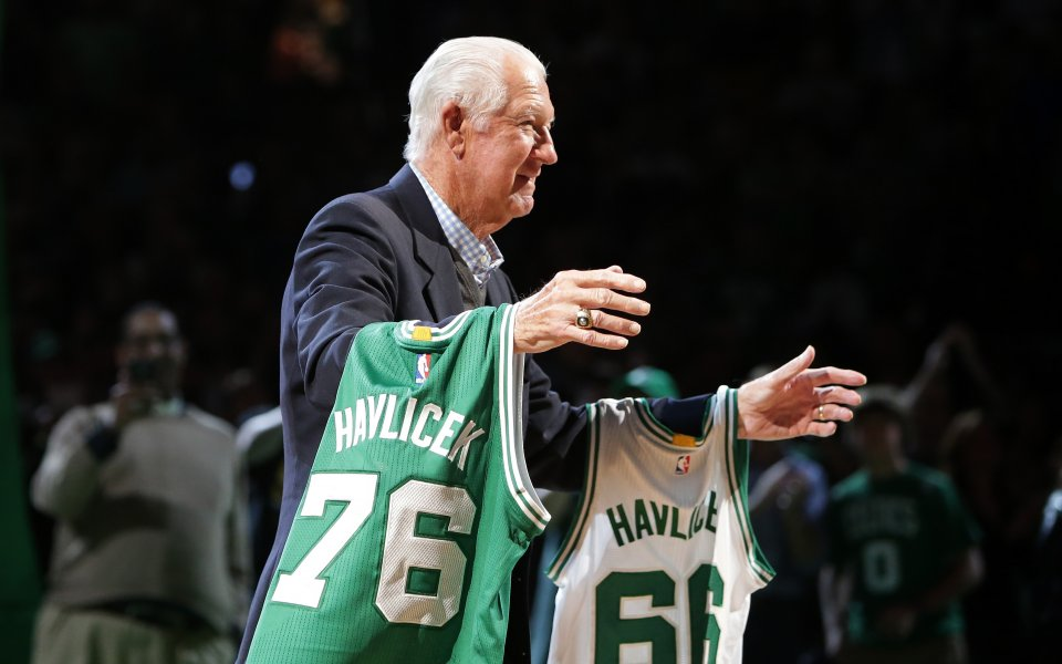 """Джон """"Хондо"""" Хавличек, бивш американски баскетболист, почина на 79-годишна възраст,"""