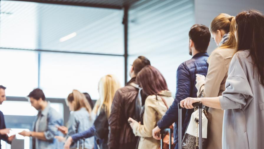 <p><strong>Българи</strong> помагат на <strong>хиляди пътници</strong>в цял свят (ВИДЕО)</p>