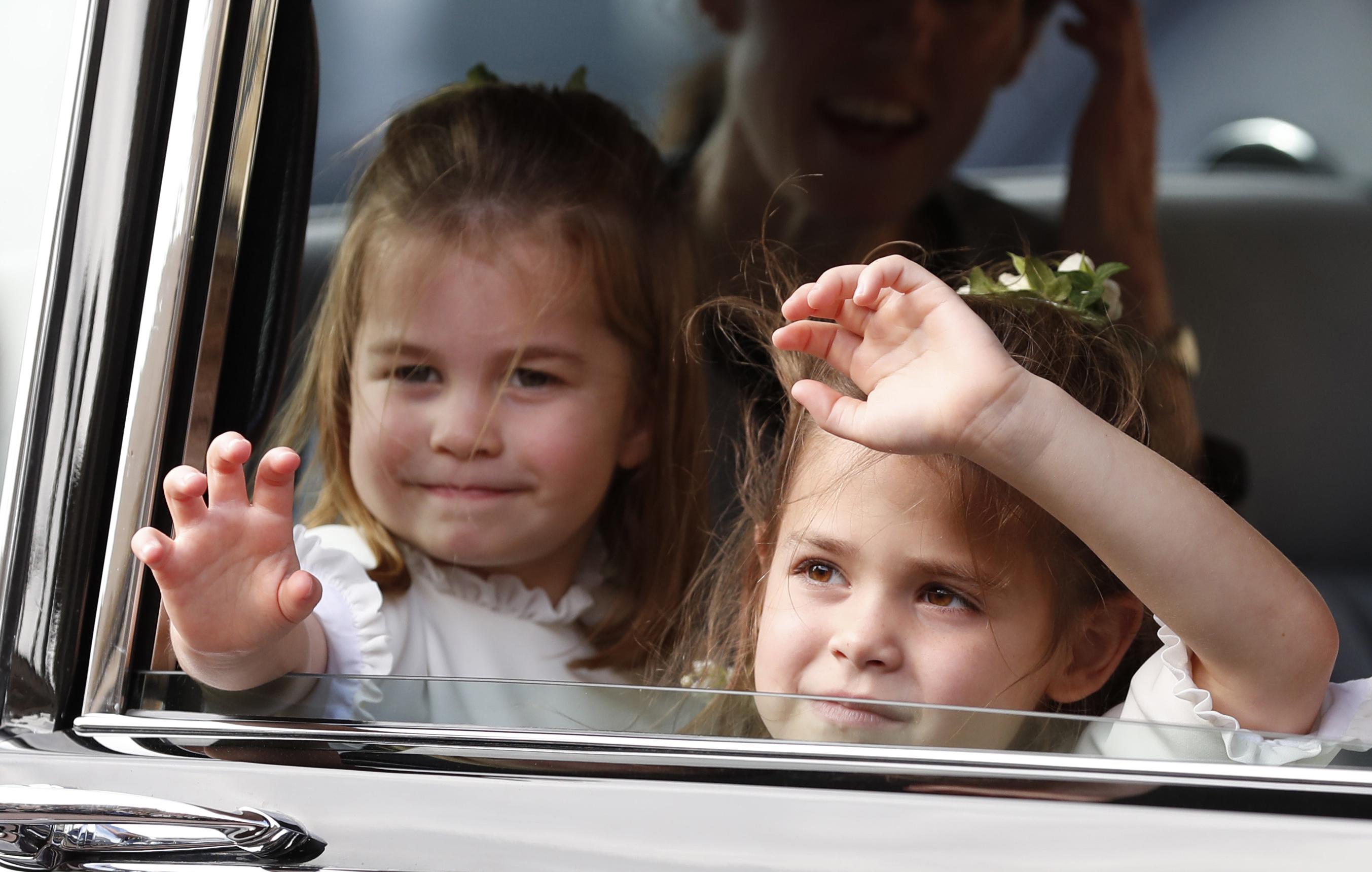 Снимките са направени от Кейт през април в двореца Кенсингтън в Лондон и в семейната къща в Норфолк.