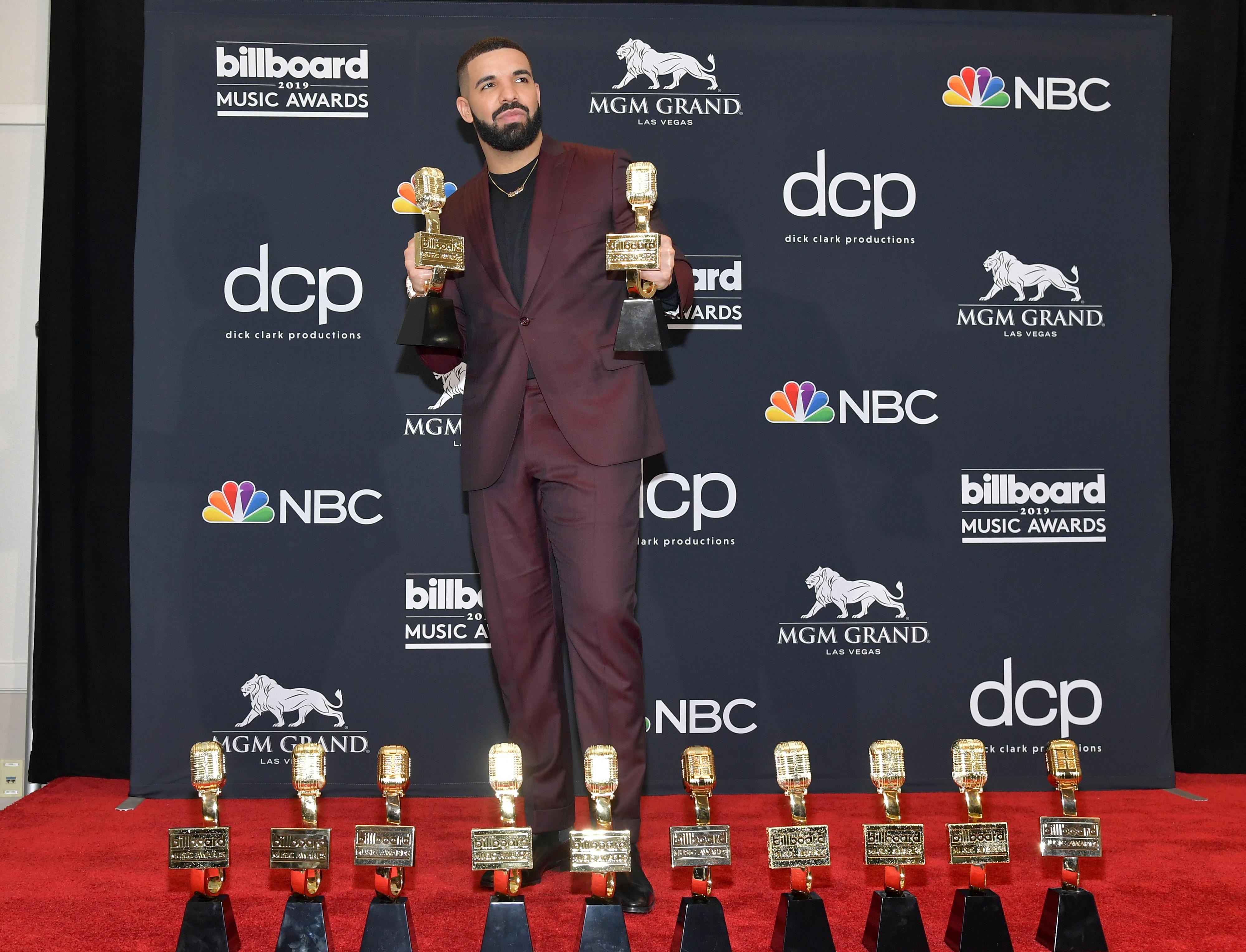 """Рапърът Дрейк спечели наградата сп. """"Билборд"""" за изпълнител на годината, както и наградата Билборд 200 за албума си Scorpion."""