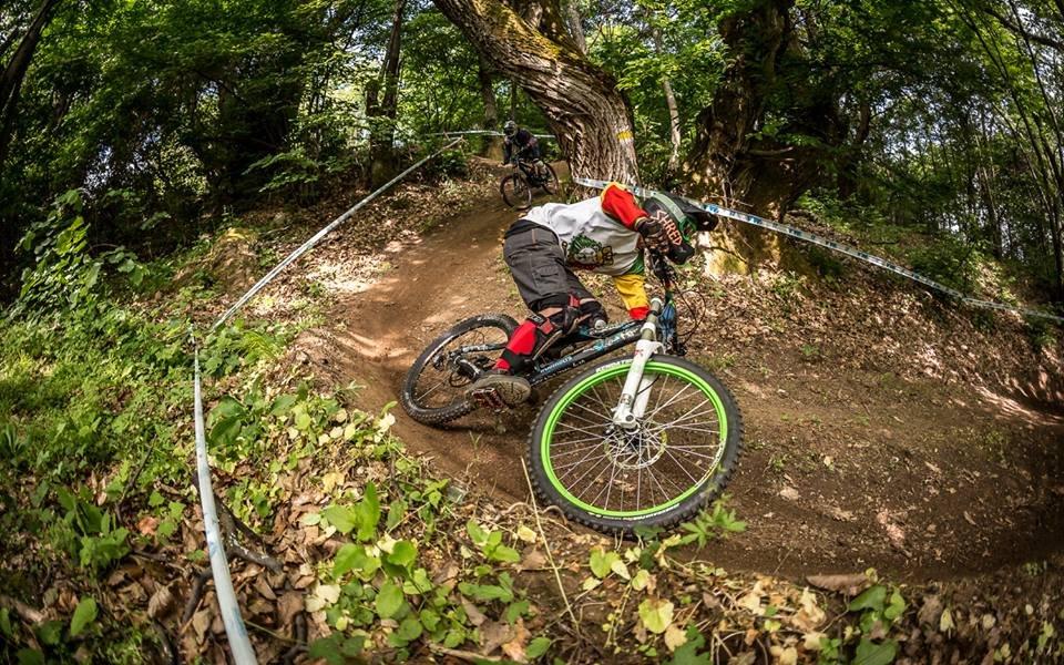 Международно състезание по спускане с планински велосипеди над Петрич