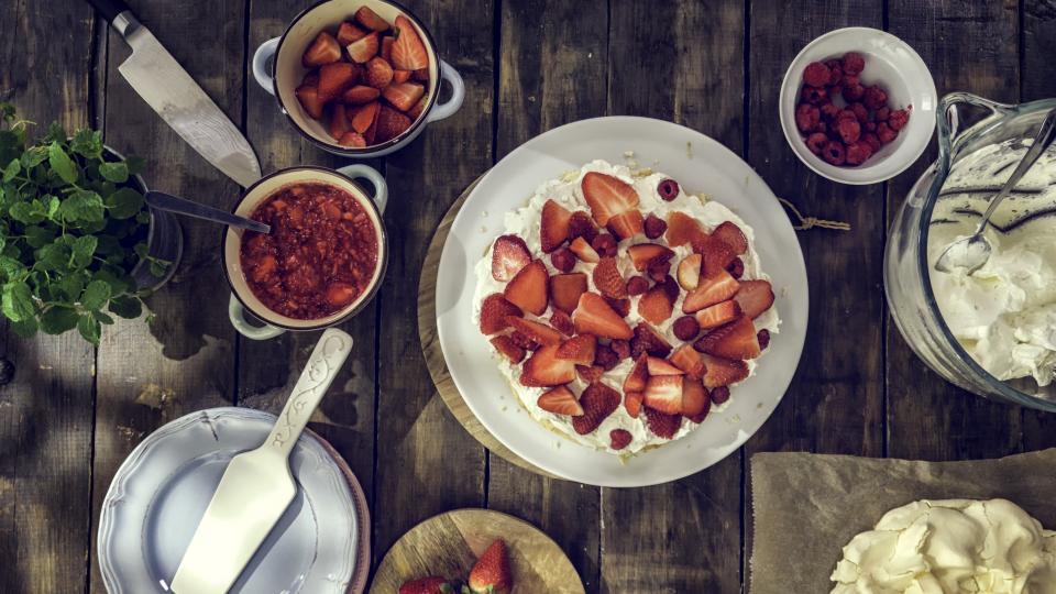 Кокосова торта с ягоди