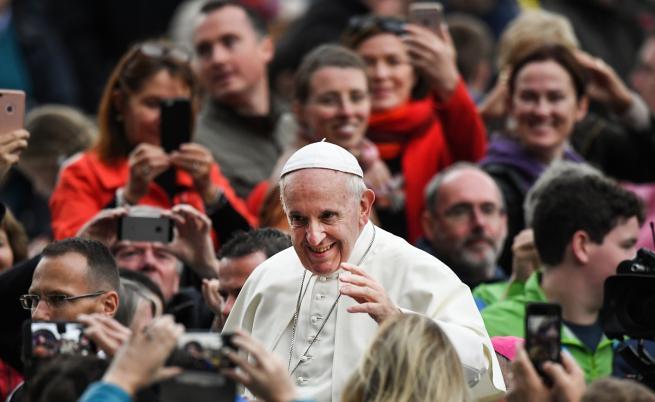 Папата призова да се внимава с изкуствения интелект
