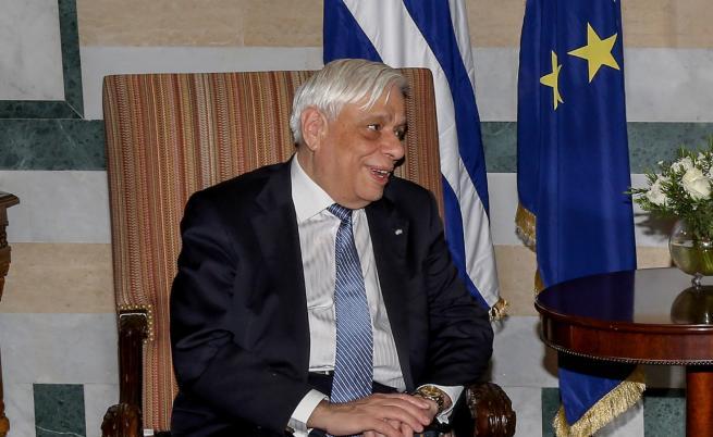 Самолетът на гръцкия президент кацна принудително в Крит